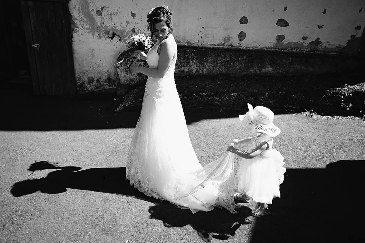 la mariée et la petite demoiselle d'honneur-photographe-mariage-alsace