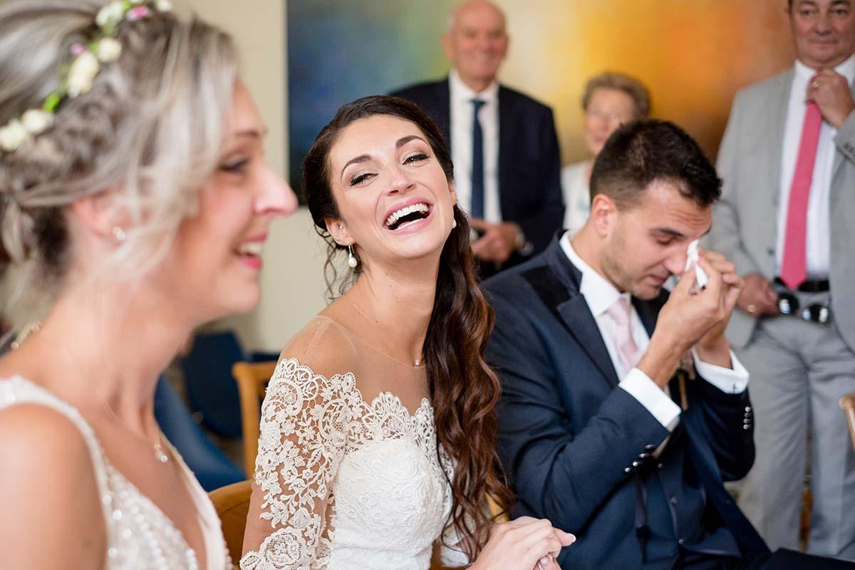 Émotions fortes lors de la cérémonie civile-photographe-mariage-alsace