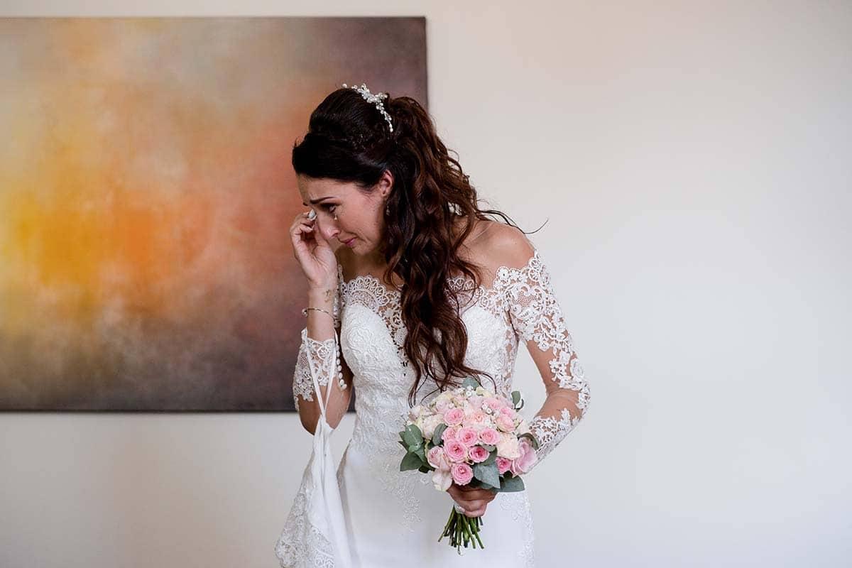 La mariée pleure à la mairie-photographe-mariage-alsace