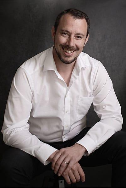 Portrait de Steeve Constanty, photographe de mariage et réalisateur de film de mariage en Alsace.