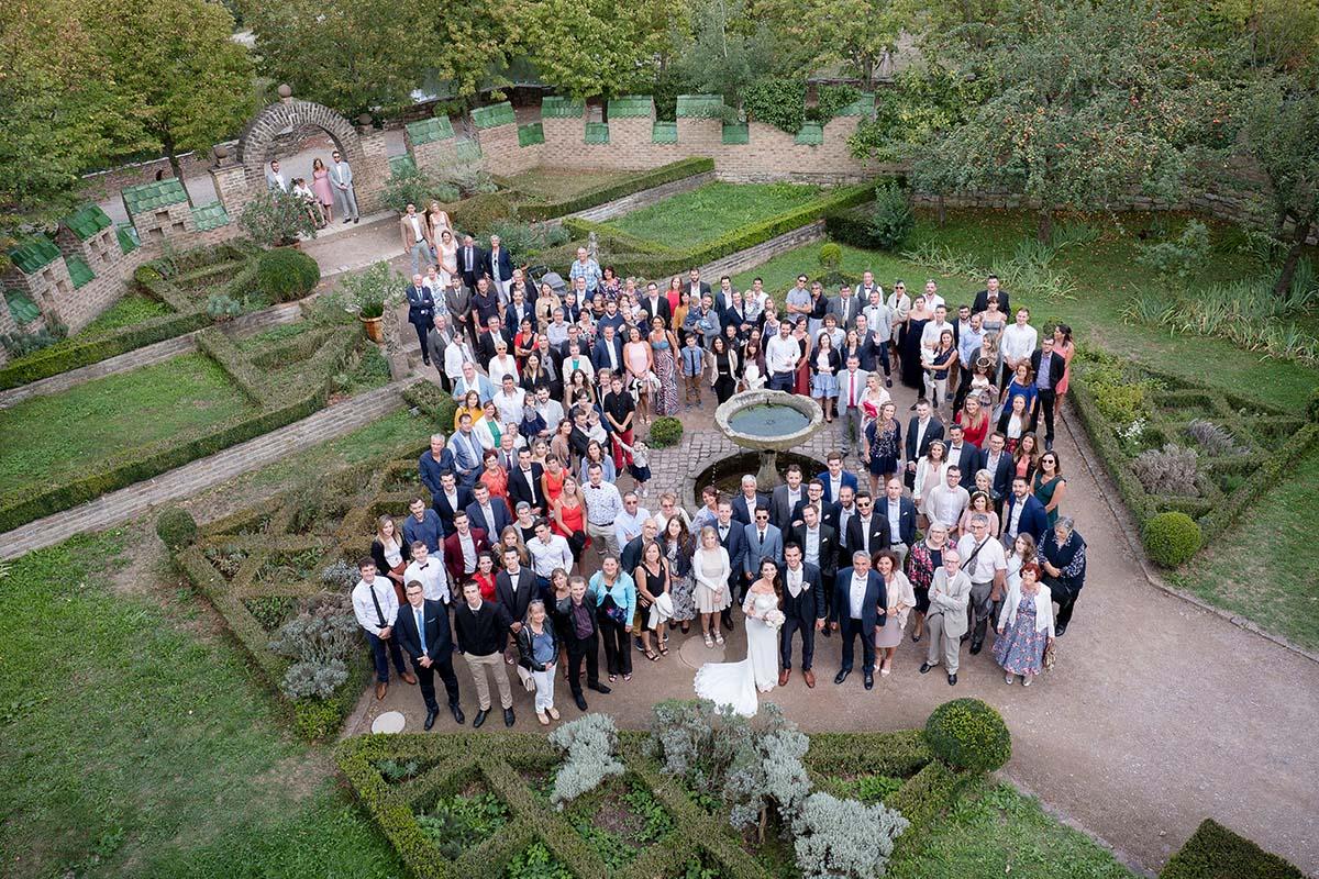 Photo de groupe à l'écomusée d'Alsace-photographe-mariage-alsace
