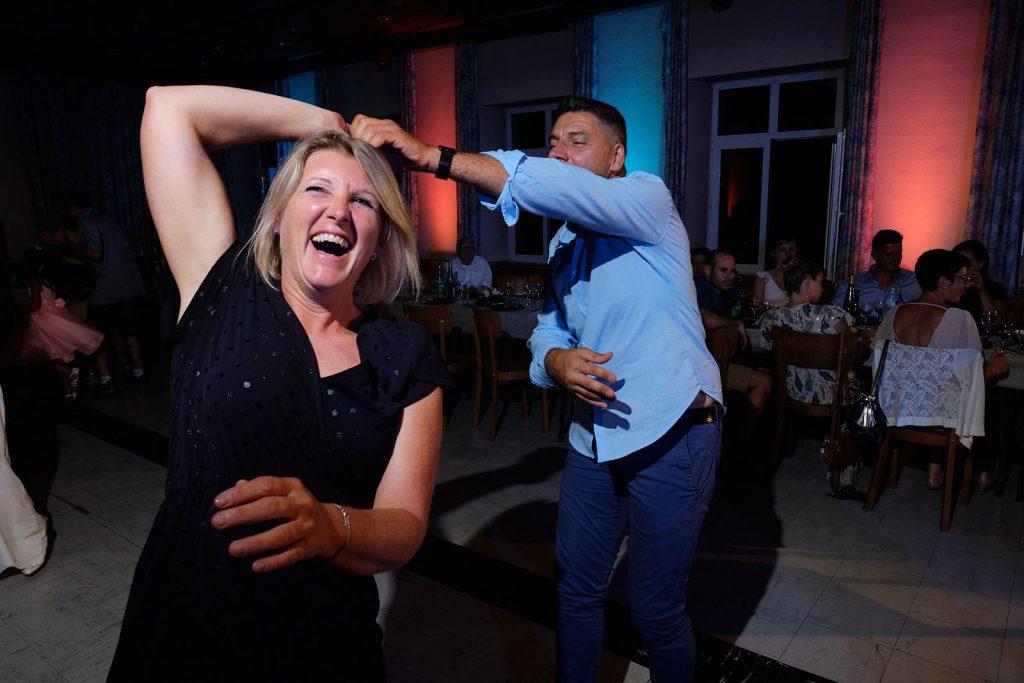 couple qui danse-photographe-mariage-alsace
