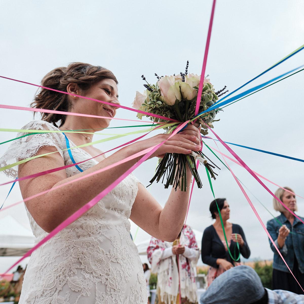 Le bouquet et ses rubans-photographe-mariage-alsace