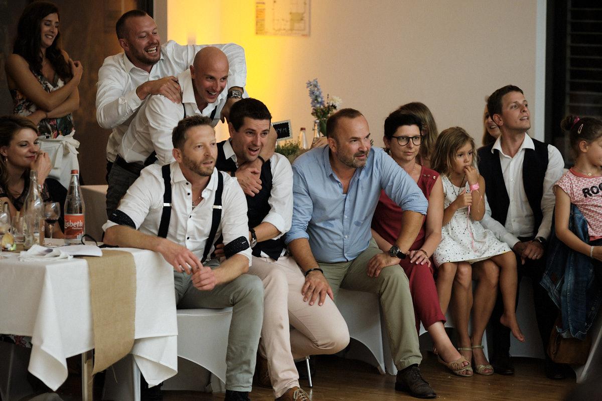 Les invités sont au taquet durant la soirée-photographe-mariage-alsace