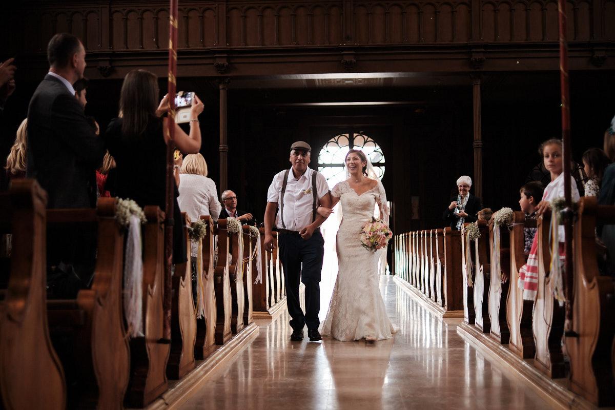 La mariée au bras de son père-photographe-mariage-alsace