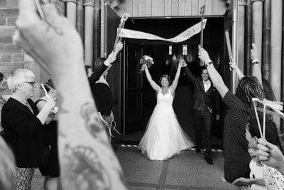 sortie eglise cernay alsace couple photographe-mariage-alsace