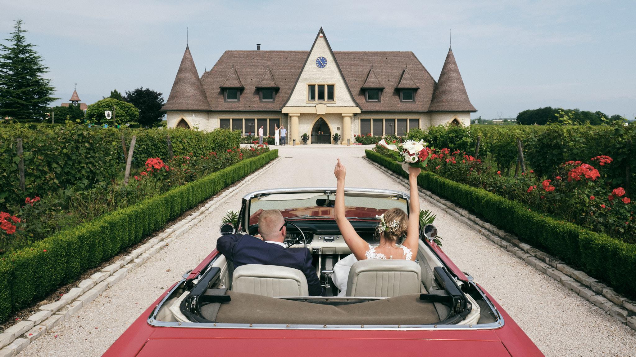 Arrivée des mariés au Petit Wettolsheim